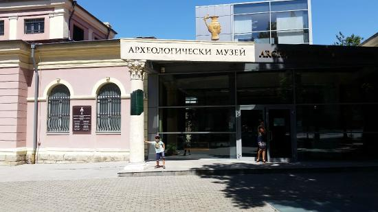 Regional Archaeological Museum Plovdiv: museum entrance