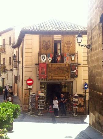 Toledo City Tour: Quaint Toledo alleys