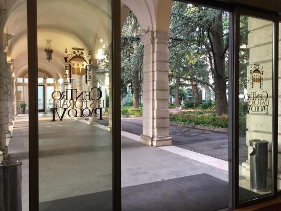 Centro Paolo VI: Vue des arcades intérieures