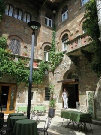 Hotel La Rosetta: Главный вход