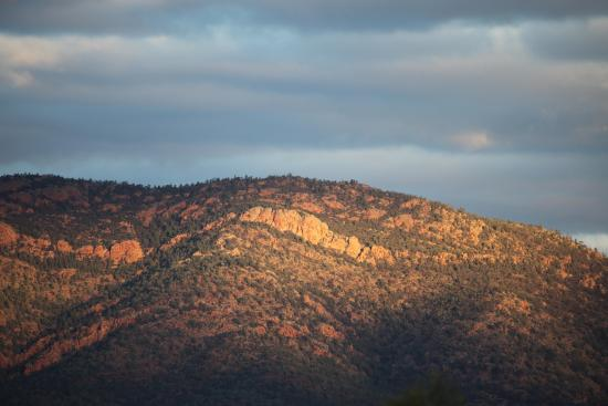 Flinders Ranges National Park: Beautiful as the sun sinks in the west