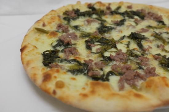 Pizzeria Gnoccheria Chiringuito: Pizza salsiccia e friarielli