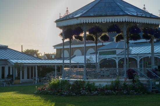 Princess Pavilion and Gyllyngdune Gardens: restaurant in background