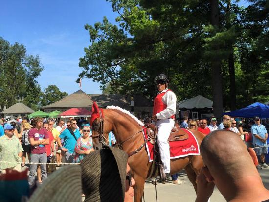Saratoga Race Course: Squires even get beautiful horses