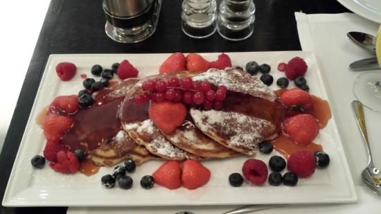 Hilton Amsterdam: Breakfast treat at Roberto's in Amsterdam Hilton