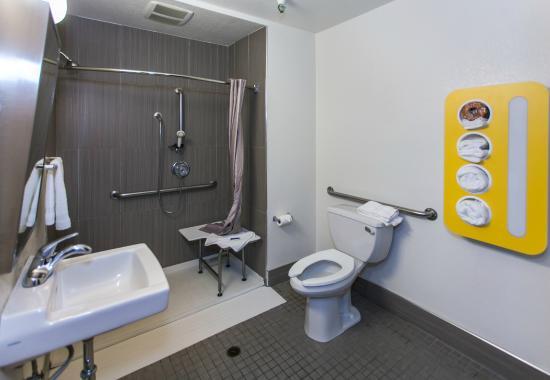 Motel 6 Los Angeles - Hollywood: Bathroom