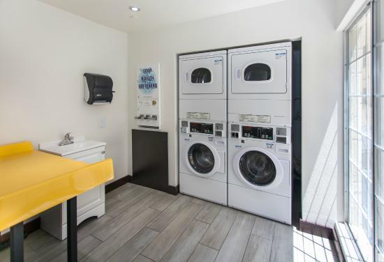 Motel 6 Los Angeles - Hollywood: Laundry