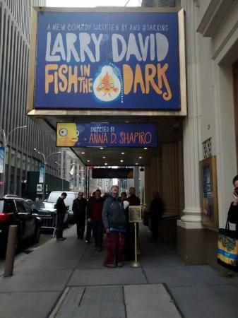 Cort Theatre: Afuera del Cort.