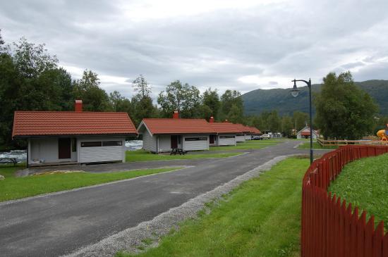 Jølstraholmen Camping & Hytter: Hytter til flere personer, der mangler intet