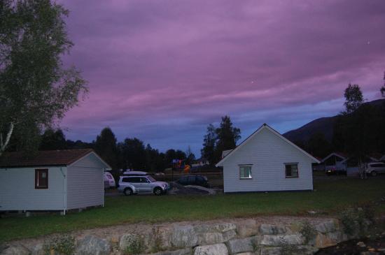 Jølstraholmen Camping & Hytter: Udsigt fra hytte en aften