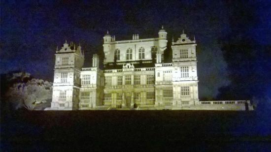 Wollaton Hall and Park: Wollaton Hall at night what a sight