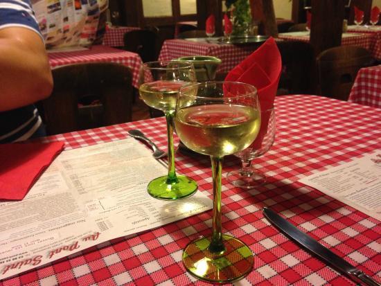 Au Pont St Martin: eclectic wine glasses
