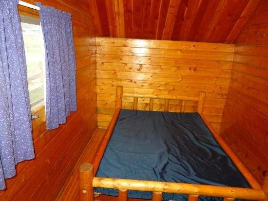 Missoula KOA: Double bed in master bedroom of 2 room kabin.