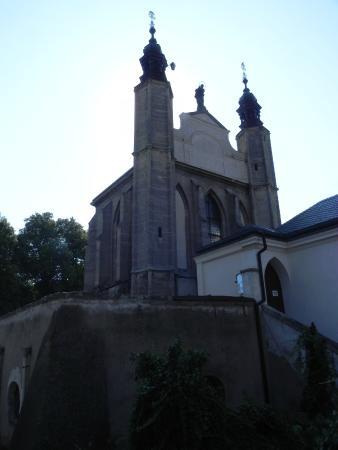 Ossuary / The Cemetery Church: Обратите внимание чем увенчаны купола