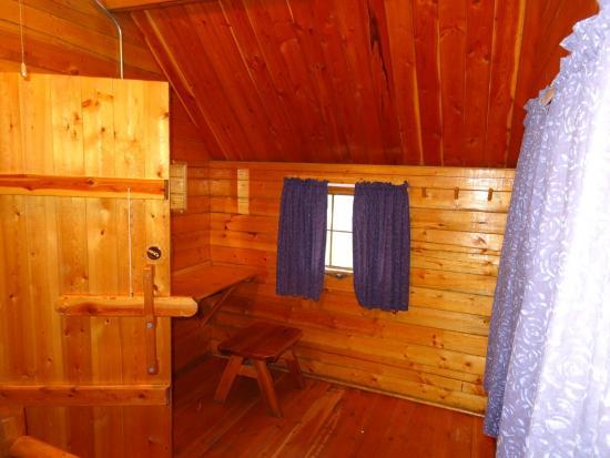 Missoula KOA: Seating area in master bedroom of 2 room kabin.