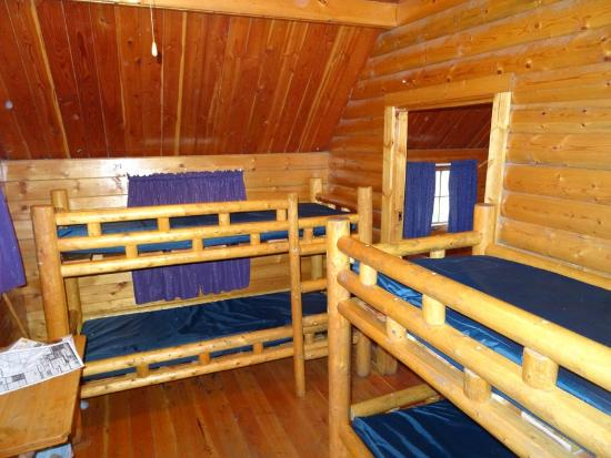 Missoula KOA: Bunks in 2 room kabin.