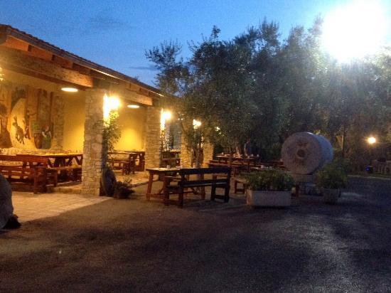 Villa le Macine: Il portico del ristorante