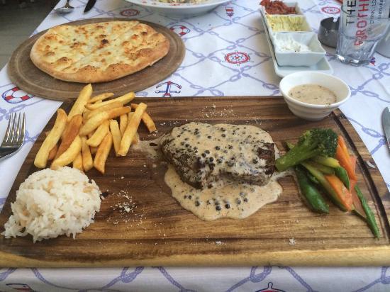 The Brothers Restaurant & Fun Pub: Steak in peppercorn sauce