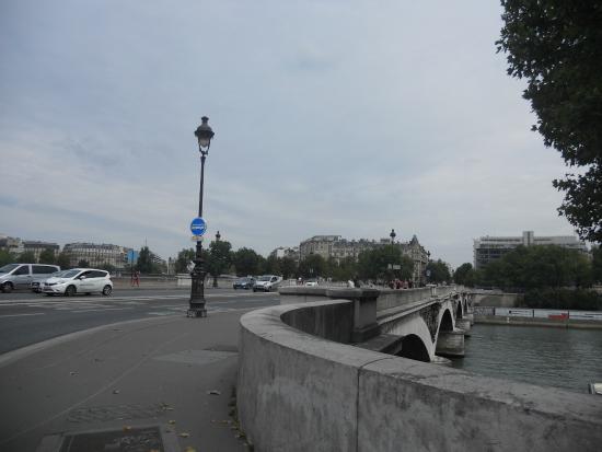 Camping Paris-Est: entrata pista ciclabile sulla Marna direzione Parigi