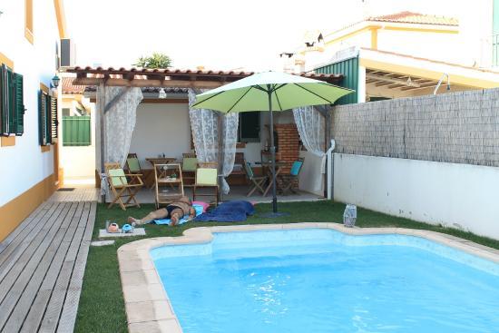 Arrabida's Sweet Home - Guest House: Espaço exterior pequeno mas agradável.