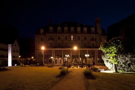 Grand Hotel Plombieres Les Bains: Façade de nuit