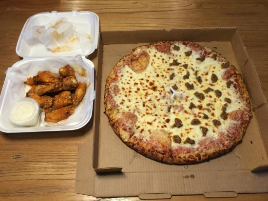 Fat Daddy's Pizza: pizza and wings!