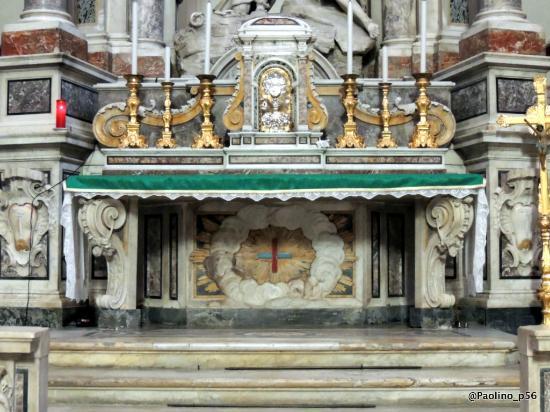 Chiesa di San Ferdinando: altare