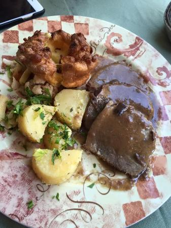 The Pines: Sunday roast