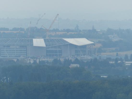la madone: Le grand Stade (Décines) sous la brume