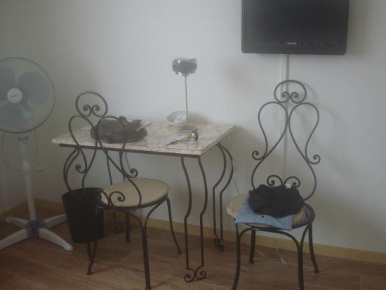 Hotel Le Boischaut : mobilier de chambre