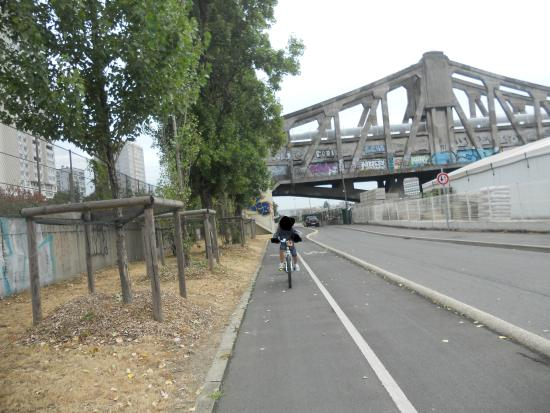 Camping Paris-Est: tratto pista ciclabile sulla Marna direzione Parigi