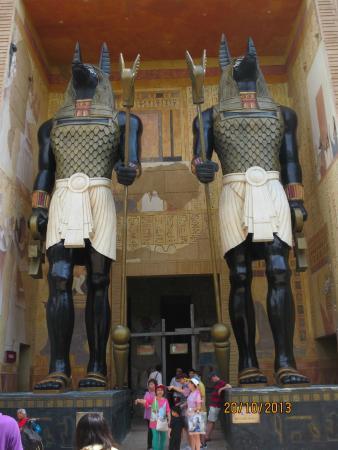 Universal Studios Singapore: The Mummys Ride