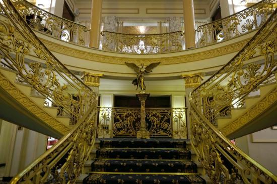 Hotel El Avenida Palace: 豪華な階段