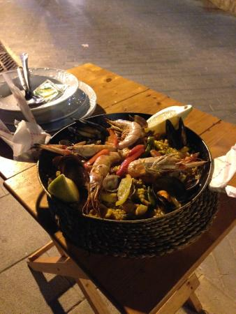 Restaurante Es Mollet De S'illot: paella