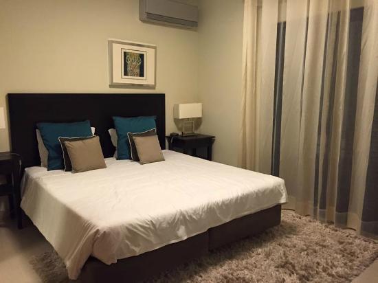 Amendoeira Golf Resort: Master bedroom 2 bed apartment with mezzanine