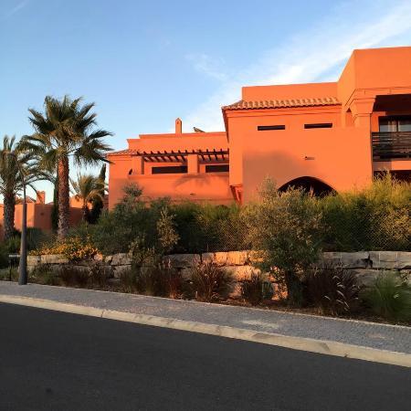 Amendoeira Golf Resort: Typical apartment block / villa by sunset