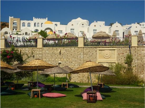 Salmakis Resort & Spa: hôtel vue d'en bas côté plage