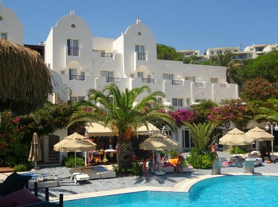 Salmakis Resort & Spa: piscine et bâtiment chambre