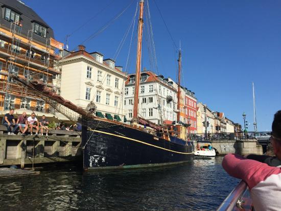 Nyhavn: Old Ship