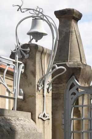 Villa Majorelle: la porte d'entrée et sa coche donnent le - bon - ton