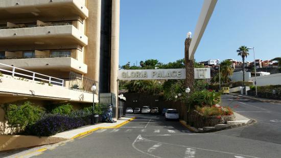 Gloria Palace San Agustín Thalasso & Hotel: Entrance to the hotel