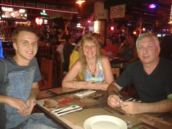 BrasilTransfers: Elaine Esposo e Filho Jantando Carlos and Charles junto Luiggi!!!