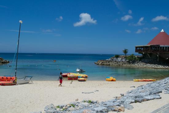 Renaissance Okinawa Resort: Resort beach