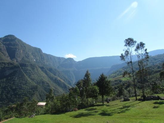 Gocta Andes Lodge: Vista desde el jardín del hotel