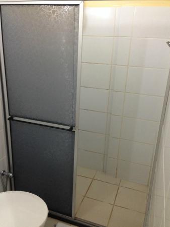 Lord Hotel Camburi: Box do banheiro