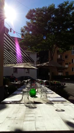 Hopfenau Quartier Restaurant: Terrasse langer Tisch