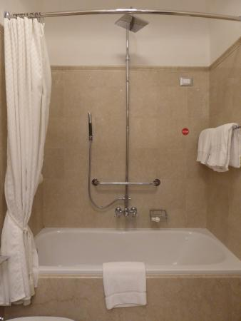 The Westin Excelsior Florence: Shower tub