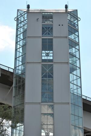 Siltakahvio: На фото хорошо видно как кафе на самой верхотуре справа, так и винтовая лестница в 3 этажа слева