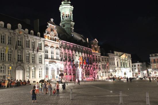 Grand Place: Praça Central, à noite