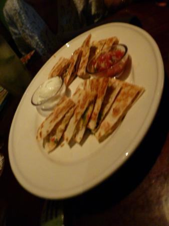 Bahama Breeze: Chicken Quesadilla Appetizer - Pretty Good!